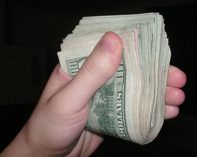 Foto de dinheiro leva assaltantes para casa