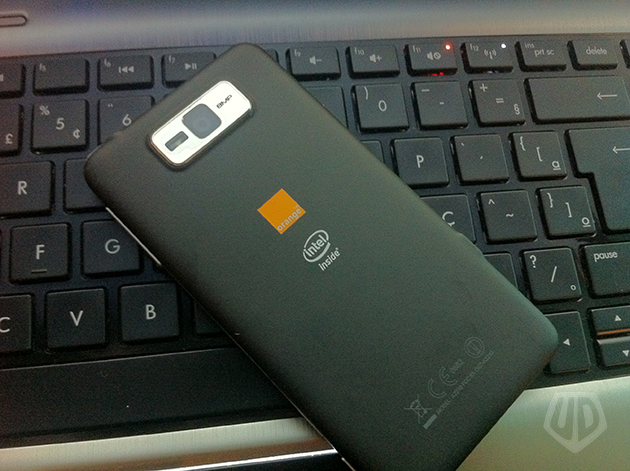 Orange Santa Clara com processador Intel (Foto: André Fogaça/Ultra Downloads)