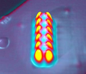 Imagem dos 12 átomos necessários para armazenar um bit de informação